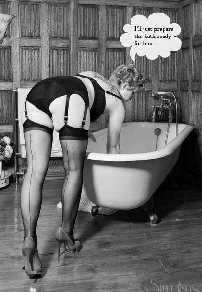 glamorous 1950s housewife
